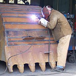 Сварочный агрегат при ремонте тяжелой техники