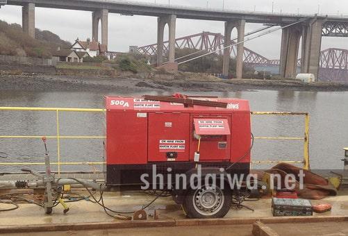 Колесный сварочный агрегат на строительной площадке