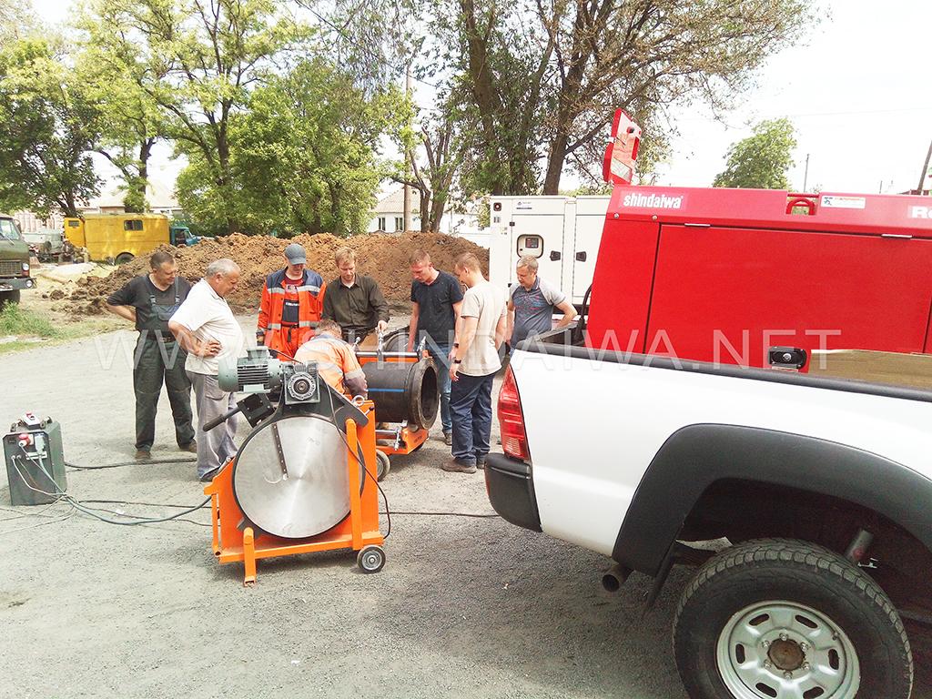 Підготування спеціального обладнання для складання й паяння пластикових труб великого діаметра.