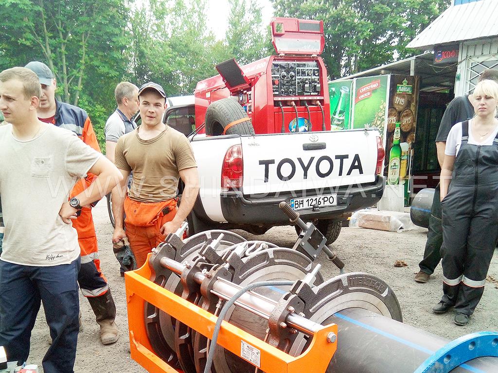 . Нагрівання / паяння стиків пластикових труб водогону з електропостачанням від агрегату Shindaiwa DGW500DM/RU