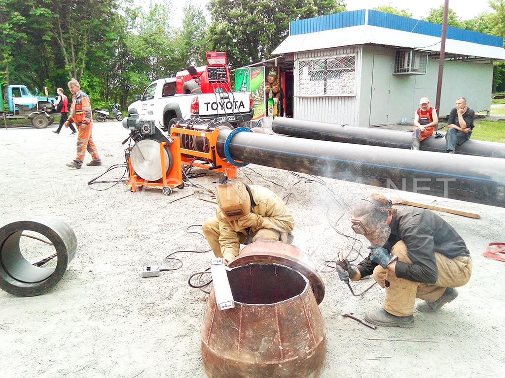 Зварювання металевих деталей водопроводу із застосуванням агрегату Shindaiwa DGW500DM/RU