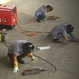 Работа сварочного генератора с подключением нескольких устройств