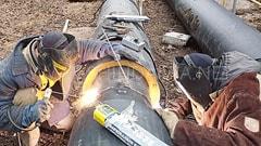 Сварка стыка трубопровода в два поста